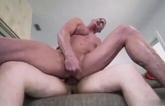 Filme porno orgia coroa fazendo sexo gay com novinho